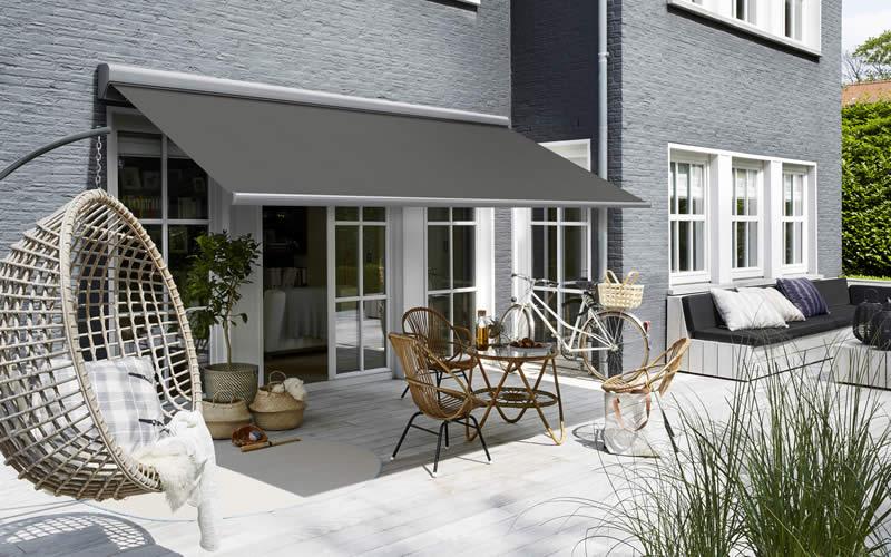 store-banne-gris-terrasse-moderne-800x500-2
