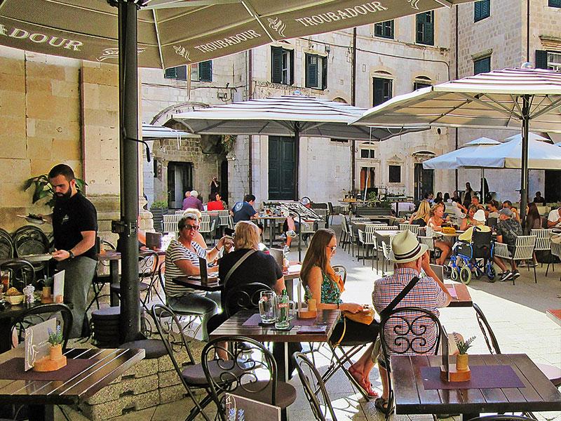 parasol-geant-restaurant